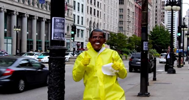 Homme en Hazmat Suit Placarde Chicago de Posters OBOLA obola man 620x330